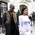 Kanye West et Kim Kardashian quittent le Royal Monceau, pour se rendre au défilé Balmain. Paris, le 25 septembre 2014.