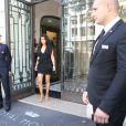 Kim Kardashian rentre à son hôtel, le Royal Monceau, à Paris, le dimanche 28 septembre 2014.