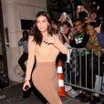 Kim Kardashian quitte son hôtel Le Royal Monceau et se rend à une soirée pendant la Fashion Week à Paris, le samedi 27 septembre 2014.