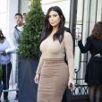 Kim Kardashian et Kris Jenner font du shopping avenue Montaigne à Paris, le samedi 27 septembre 2014.