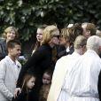 Les obsèques du père de Nicole Kidman, Antony, à North Shore près de Sydney en Australie, en l'église Saint-François-Xavier, le 19 septembre 2014. L'actrice embrasse son mari Keith Urban