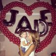 Jade Foret, avec sa fille Liva, a célébré son 24e anniversaire entourée des siens, le 26 spetembre 2014.