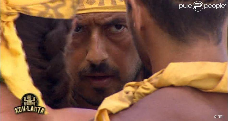 """Moundir se concentre lors de l'épreuve d'immunité - """"Koh-Lanta 2014"""" sur TF1. Episode 3 diffusé le 26 septembre 2014."""