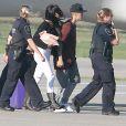 Exclusif - Selena Gomez et Justin Bieber, main dans la main, arrivent à l'aéroport d'Ontario, le 27 août 2014.