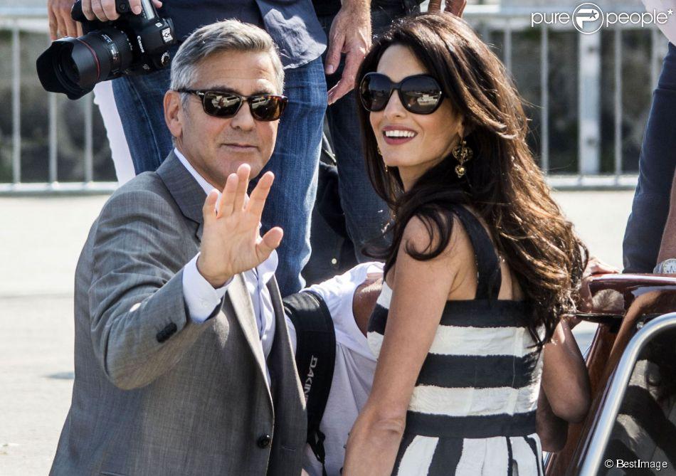 George Clooney et sa fiancée Amal Alamuddin (en Dolce & Gabbana) arrivent à Venise le 26 septembre 2014. Ils vont célébrer leur mariage !