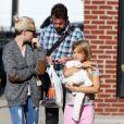Michelle Williams se promène dans les rues de New York avec sa fille Matilda Ledger, le 6 octobre 2014.