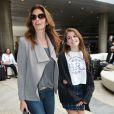 Cindy Crawford et sa fille Kaia Jordan arrivent à l'aéroport de LAX à Los Angeles.