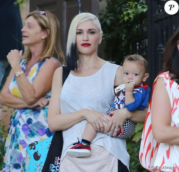 Gwen Stefani et son mari Gavin Rossdale emmènent leurs fils Zuma et Apollo à une fête d'anniversaire à Sherman Oaks, le 11 octobre 2014.