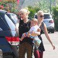 Gwen Stefani avec ses fils Kingston, Zuma et Apollo à Los Angeles, le 12 octobre 2014.