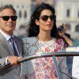 George Clooney et sa femme Amal Alamuddin quittent l'hôtel Aman, où ils ont passé leur nuit de noces à Venise le 28 septembre 2014, pour se rendre à un brunch à l'hôtel Cipriani.