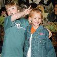Skye McCole Bartusiak et son ami Spencer Breslin (frère d'Abigail) au Planet Hollywood de New York le 6 juillet 2000.