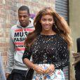 """Beyoncé Knowles et son mari le rappeur Jay-Z vont voir des sculptures exposées dans la galerie """"The A list"""" dans l'est de Londres, le 15 octobre 2014."""
