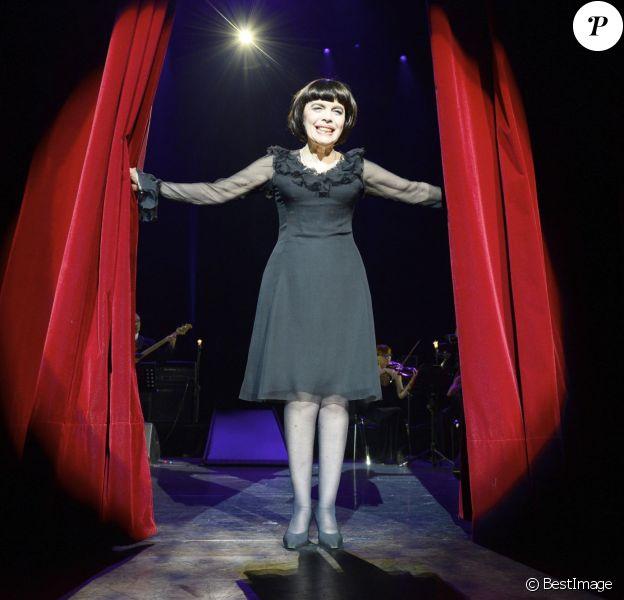 Mireille Mathieu fête ses 50 ans de carrière jusqu'au 26 octobre 2014 à l'Olympia.