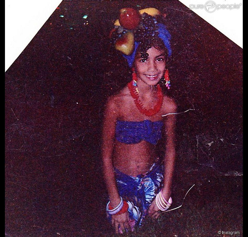 Qui est cette adorable fillette de 7 ans déguisée en Carmen Miranda pour Halloween ?