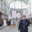 """Karl Lagerfeld - Défilé """"Chanel"""" collection prêt-à-porter printemps-été 2015 lors de la fashion week au Grand Palais à Paris le 30 septembre 2014."""