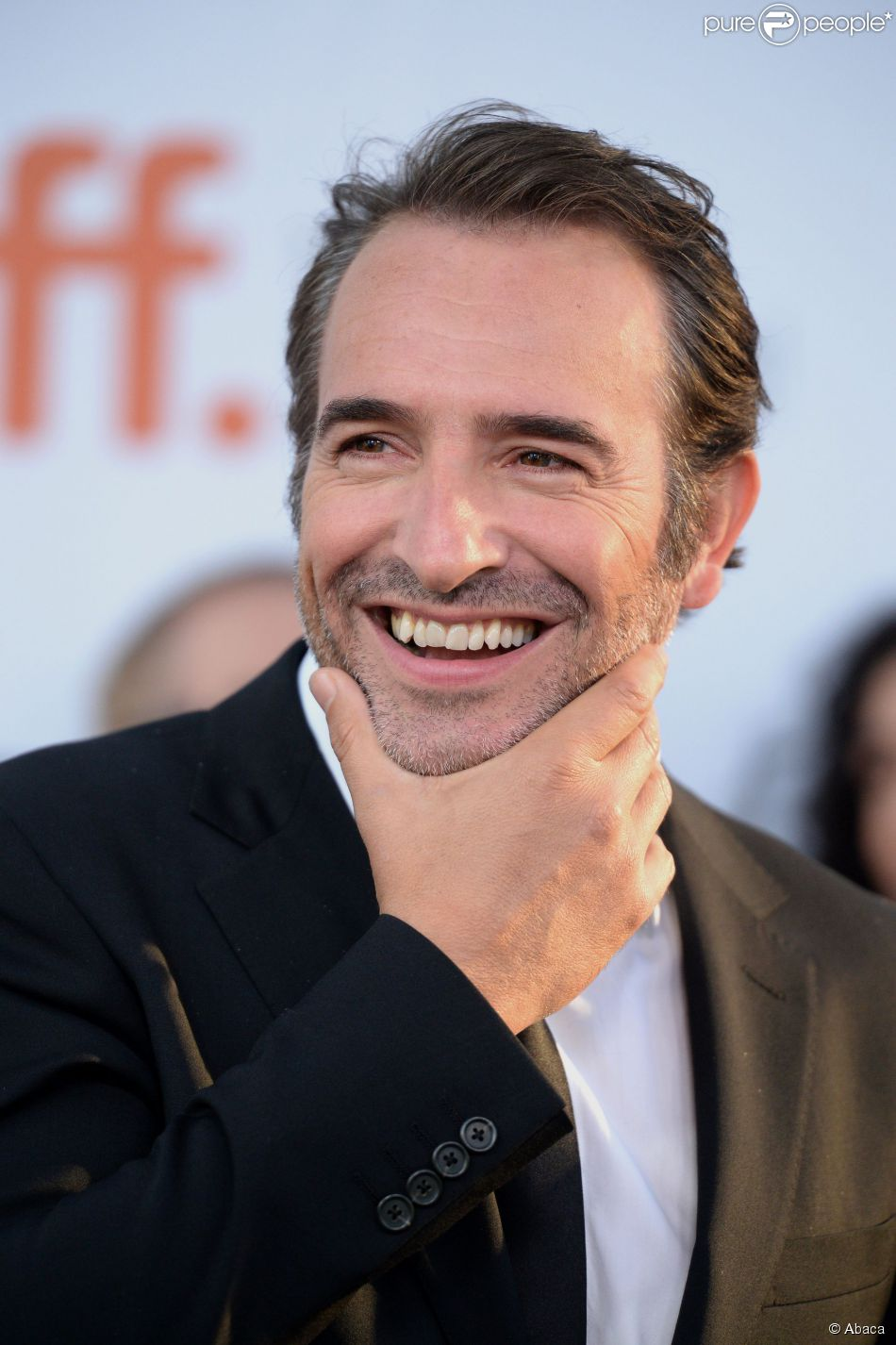 Jean dujardin tout sourire au toronto international film for Jean dujardin interview