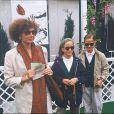 Marlène Jobert et ses jumelles Joy et Eva Green au tournoi de Roland-Garros, juin 1992.