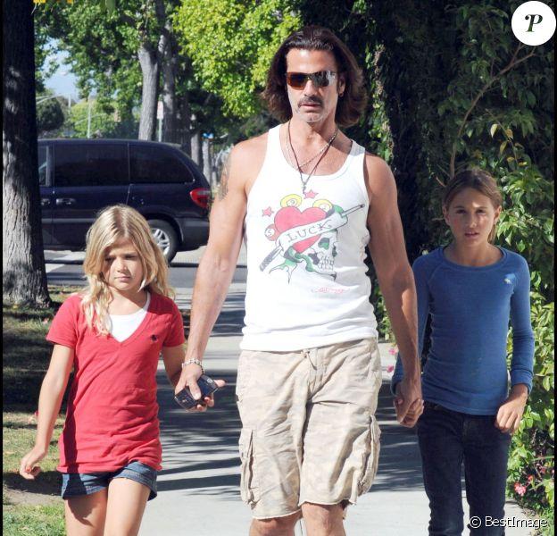 Lorenzo Lamas et ses filles Isabellea et Victoria à Los Angeles, le 11 juillet 2009.