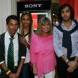 Exclusif - Chantal Goya et ses petits enfants Sanjay, Samantha et Alexandre - Jean-Jacques Debout reçoit 2 Disques d'Or à Paris le 19 juin 2014.