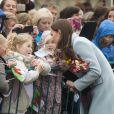 Kate Middleton visite la raffinerie de Valero Pembroke au Pays de Galles, le 8 novembre 2014.