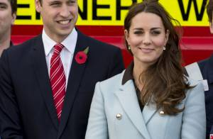 Kate Middleton affiche son baby bump pendant que William s'amuse de femmes nues