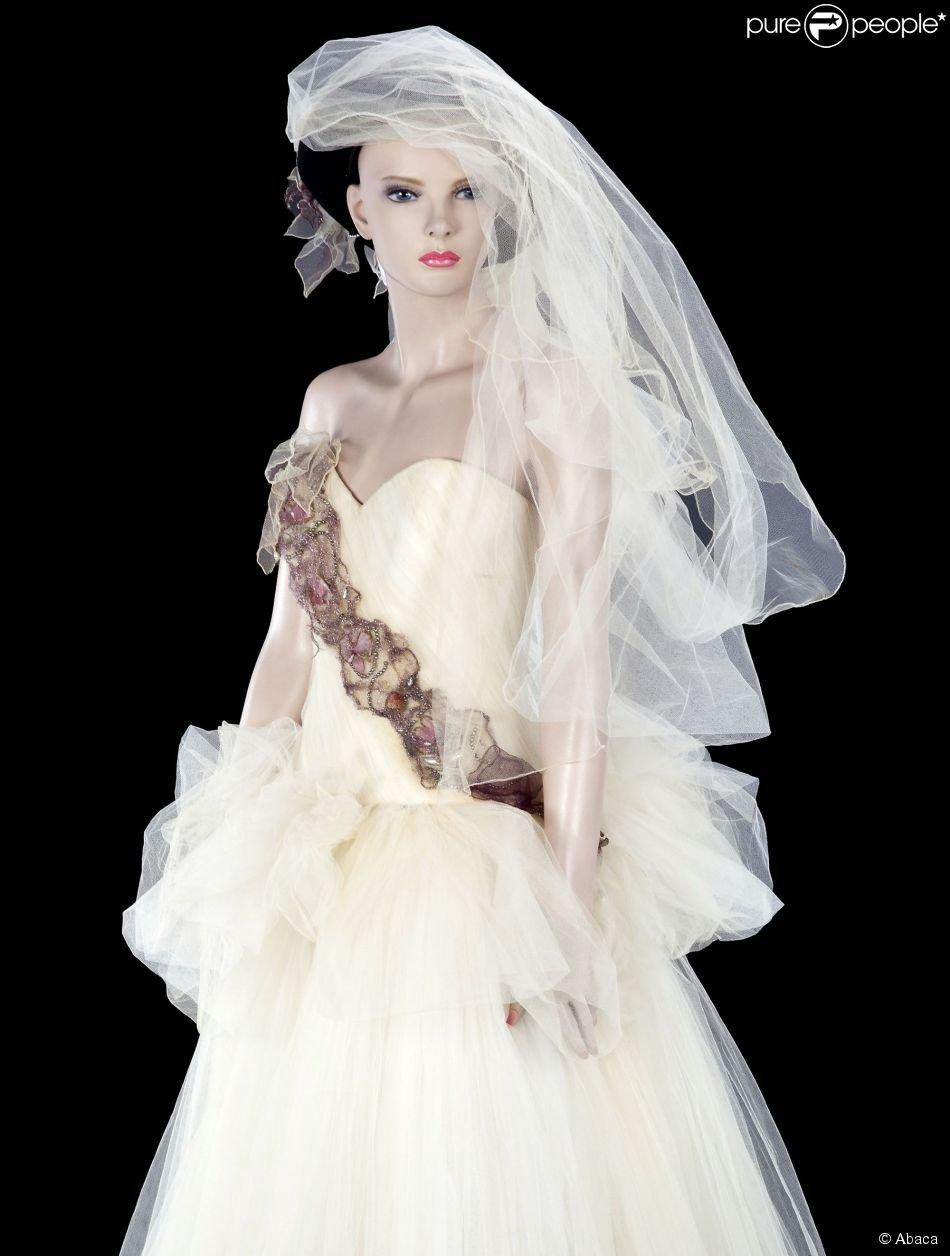 La robe de mariée que portait Madonna quand elle a épousé Sean Penn en 1985, vendue aux enchères par Julien's Auctions lors de la vente Icons and Idols: Rock'n'Roll les 7 et 8 novembre 2014.