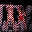 Jennifer Lopez et Iggy Azalea sur la scène des American Music Awards à Los Angeles, le 23 novembre 2014.