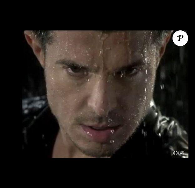 Vincent Niclo dans le clip de Jusqu'à l'ivresse (novembre 2014), réalisé par Karim Ouaret.