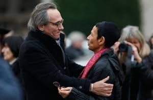 Obsèques d'Erick Bamy : Sa soeur Maddly, soutenue par Philippe Lavil