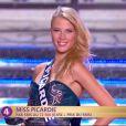 Miss Picardie défile en robe de princesse lors de la cérémonie de Miss France 2015 sur TF1, le samedi 6 décembre 2014.