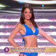 Miss Nouvelle Calédonie défile en robe de princesse lors de la cérémonie de Miss France 2015 sur TF1, le samedi 6 décembre 2014.