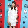 """Amanda Peet, enceinte et radieuse, à l'avant-première de la saison 4 d'American Horror Story, intitulée """"Freak Show"""", au Chinese Theatre à Los Angeles, le 5 octobre 2014."""