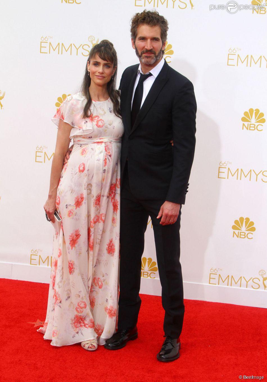 Amanda Peet enceinte de son 3e enfant et son mari David Benioff à la 66e cérémonie annuelle des Emmy Awards au Nokia Theatre à Los Angeles, le 25 août 2014.