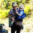 Anna Faris avec son bébé Jack Pratt à Beverly Hills, Los Angeles, le 21 novembre 2014.