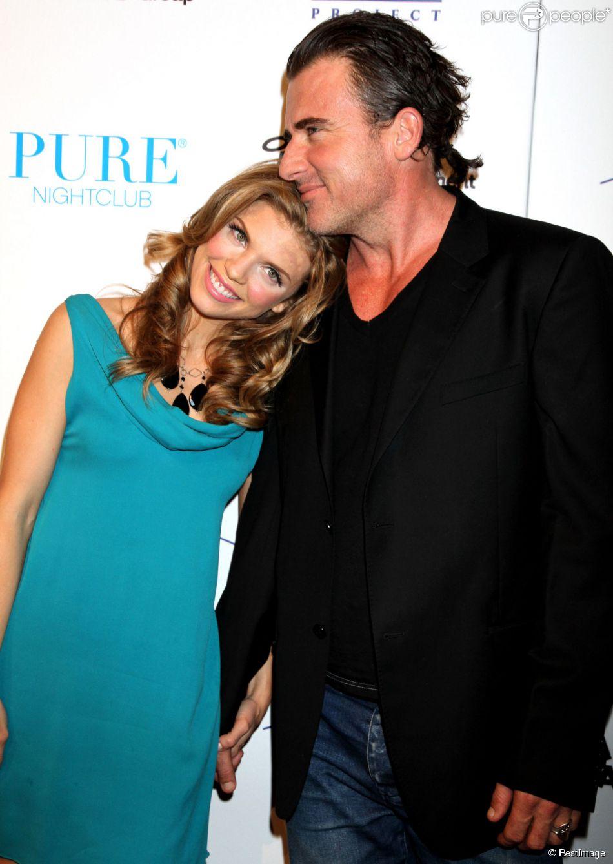 AnnaLynne McCord et son compagnon Dominic Purcell à Las Vegas, le 1er octobre 2011.