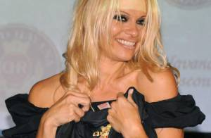 VIDEO : Pamela Anderson débarque en France... attention les yeux !