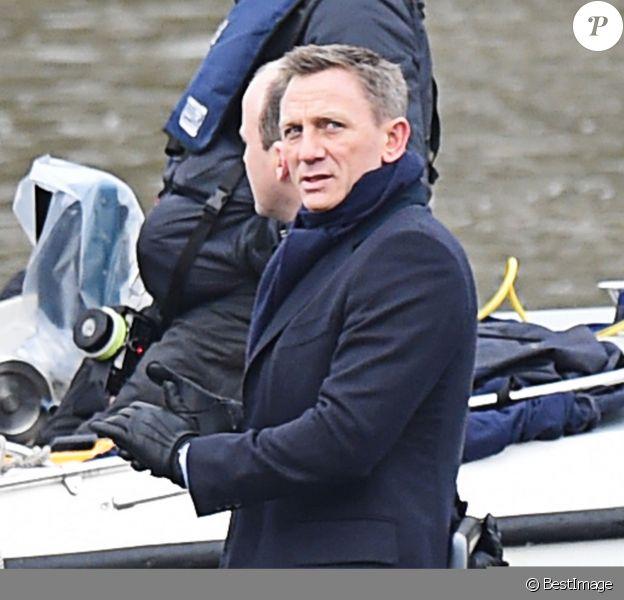 """Daniel Craig sur le tournage du nouveau film James Bond """"Spectre"""" à Londres, le 15 décembre 2014"""