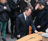 Julien Lepers : Bouleversé mais digne pour les funérailles de son papa Raymond