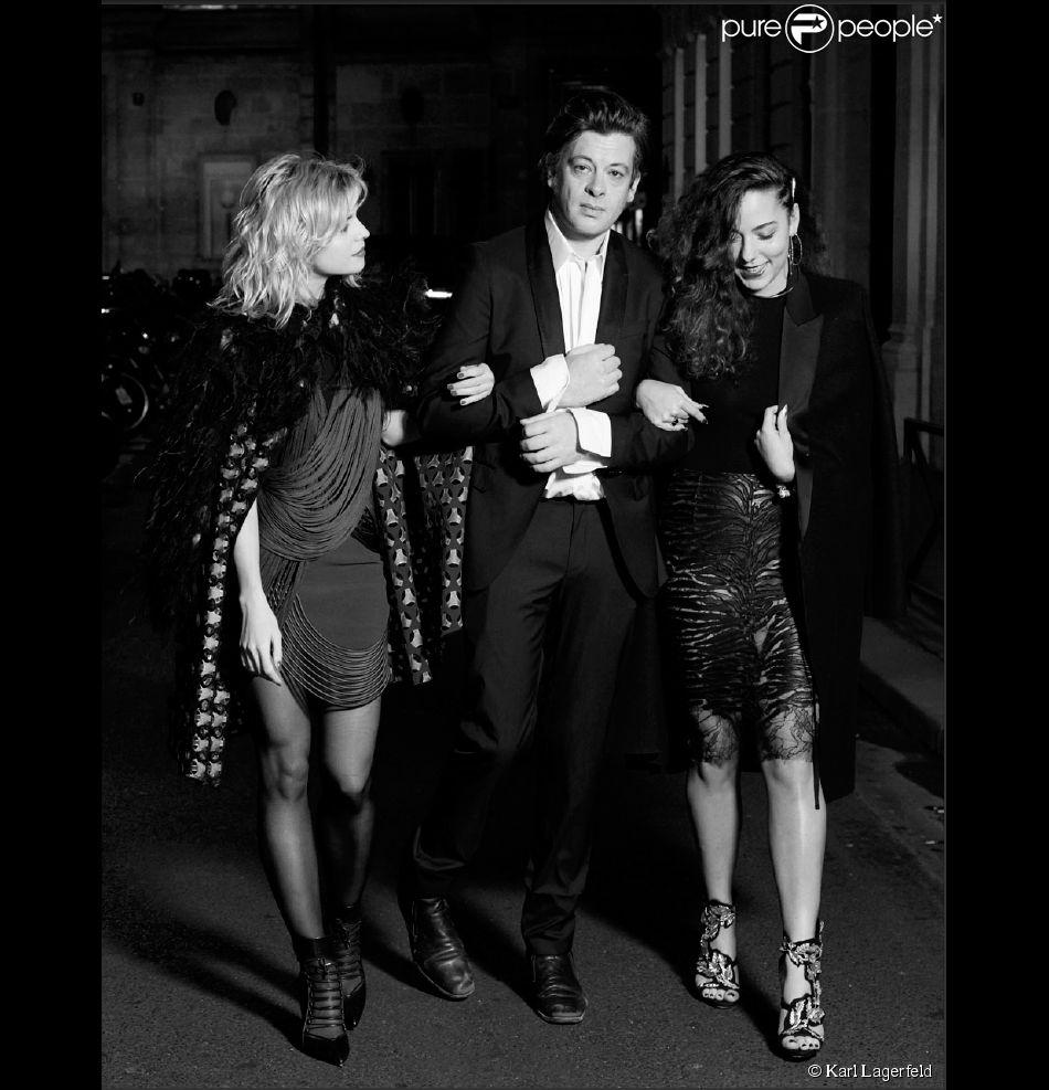 Photo de Karl Lagerfeld pour le magazine Elle, avec Cécile Cassel/HollySiz, Benjamin Biolay et Mahaut Mondino