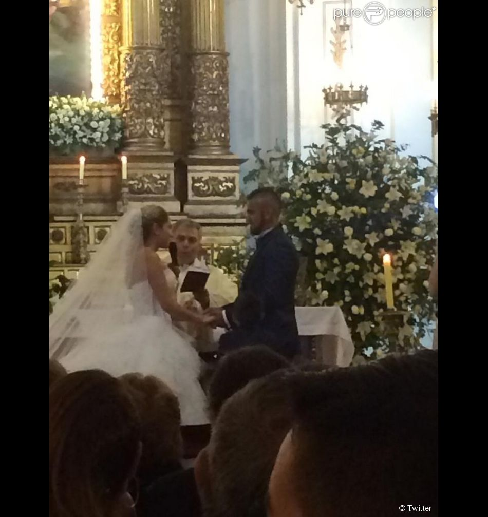 Arturo Vidal s'est marié avec Maria Teresa Matus à Santiago (Chili) le 27 décembre 2014.