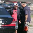 Charlie Sheen et sa petite amie Brett Rossi embarquent dans un jet privé pour la Saint-Valentin à Los Angeles en direction de Hawai. Charlie Sheen a décidé de s'y fiancer. le 14 février 2014