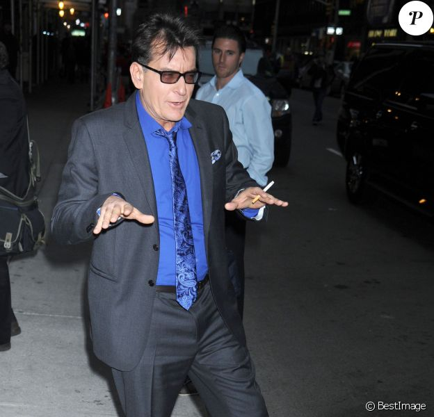"Charlie Sheen arrive a l'emission ""The Late Show"" a New York. Le 14 janvier 2013"