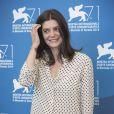"""Chiara Mastroianni lors du photocall pour le du film """"3 Coeurs"""" au 71e festival international du film de Venise, le 30 août 2014."""