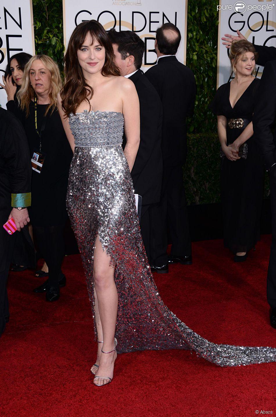 Dakota Johnson brille en quelques nuances de gris dans une robe Chanel Couture de toute beauté. 72e cérémonie des Golden Globes le 11 janvier 2015