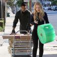 """Exclusif - Iggy Azalea (chaussures Chanel, sac Elizabeth&James) et son petit-ami Nick Young, très complices, se promènent à Los Angeles, le 2 novembre 2014. Le couple a été déjeuner à la """"Cheesecake Factory"""" puis ont été faire quelques courses."""