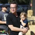 Tom Arnold et son fils Jax se promènent au Mr Bones Pumpkin Patch à West Hollywood Los Angeles, le 18 octobre 2014