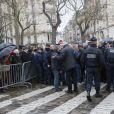 une foule s'était rassemblée pour l'inhumation de Georges Wolinski au cimetière du Montparnasse à Paris le 15 janvier 2015