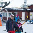 Le prince Daniel de Suède participait le 15 janvier 2015 à l'initiative Tous sur la neige, qui permet à des enfants de pratiquer gratuitement plusieurs disciplines des sports d'hiver, sur les pistes de la station Hammarbybacken, non loin de Stockholm.
