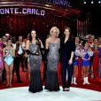 Pauline Ducruet remet l'un des six Clowns de bronze au duo Black and White  lors de la soirée de gala du 39e Festival du cirque de Monte-Carlo, le 20 janvier 2015 sous le chapiteau de Fontvieille.