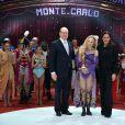 Le Prince Albert II de Monaco et la princesse Stéphanie remettent l'un des Clowns d'Or à Anastasia Fedotovan-Stykan pour son numéro de dressage de chevaux  lors de la soirée de gala du 39e Festival du cirque de Monte-Carlo, le 20 janvier 2015 sous le chapiteau de Fontvieille.